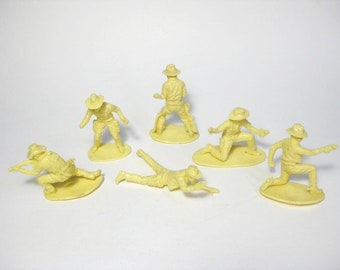 6 Vintage Airfix damaged 1/32,54mm Wild West Cowboys and 7th Cavalry (?) figures ,Toy soldiers Plastic Miniatures from the 70's.