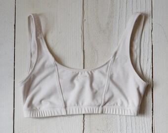 3a5abeb191f06 Early 2000s Nike low profile sports bra   white vintage nike top