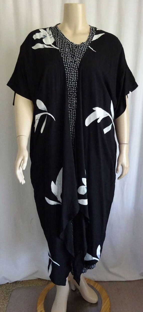 P10 Plus SIze Black Hawaiian Floral Long Duster At