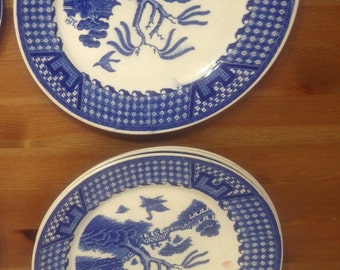 Vintage Blue Willow China dinner plates
