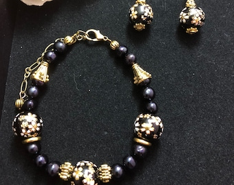 bracelet and earrings of glass beads with Japanese-style painting and pearls