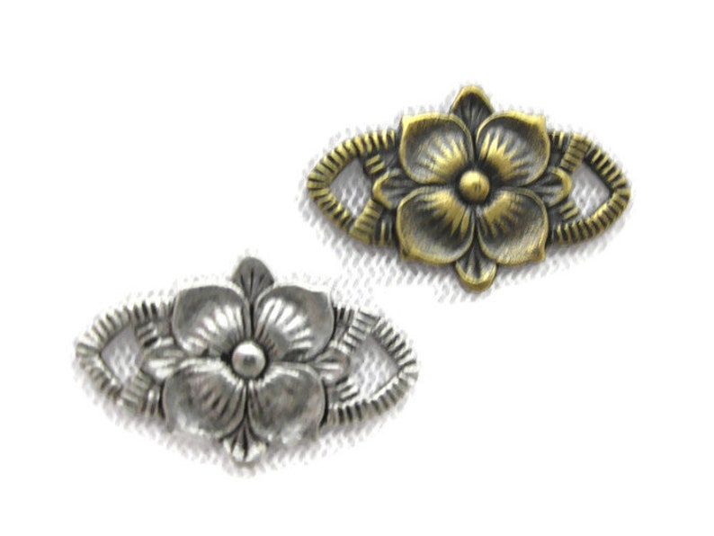 2 pieces Antiqued Brass Vintage Design Floral Connector Made in the USA