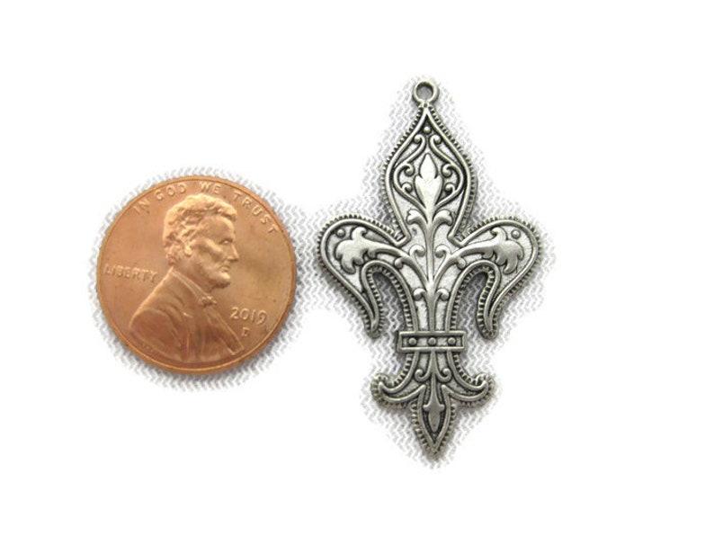 Made in the USA Antiqued Brass Vintage Design Fleur De Lis Drop