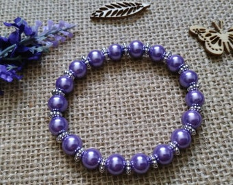 Bracelet with lilac glass beads.