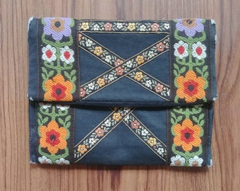 1970s Vintage Black and Brown Embroidered Floral Clutch