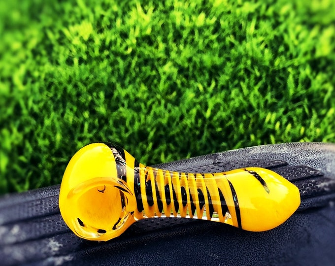 Meta Funky Handmade Glass Smoking Pipe with epic design and thick glass Pipes/ Dychro decorated Yellow Magic pipes.