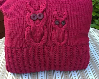 Mummy and daughter owl cushion in dark pink.
