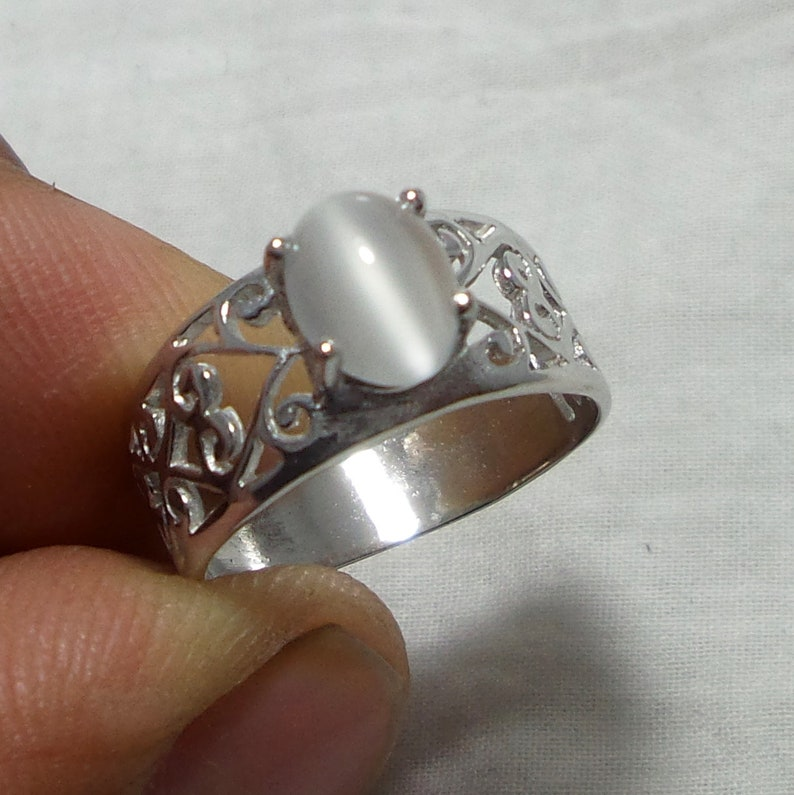 8x6 MM Top Grade Natural White Moonstone Cat/'s Eye Oval Shape Cabochon Pure 925 Silver Unisex Fine Ring