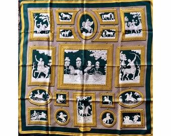 22c7dc0f88 Hermès authentique foulard carré WEDGWOOD by Philippe Ledoux 1990 beige  vert doré blanc theme cheval et mythologie. AnneesVintage. en France