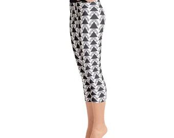 Yoga Capri Leggings - Monochromatic Triangles