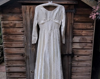 1950s Vintage Wedding Dress With Long Sleeves