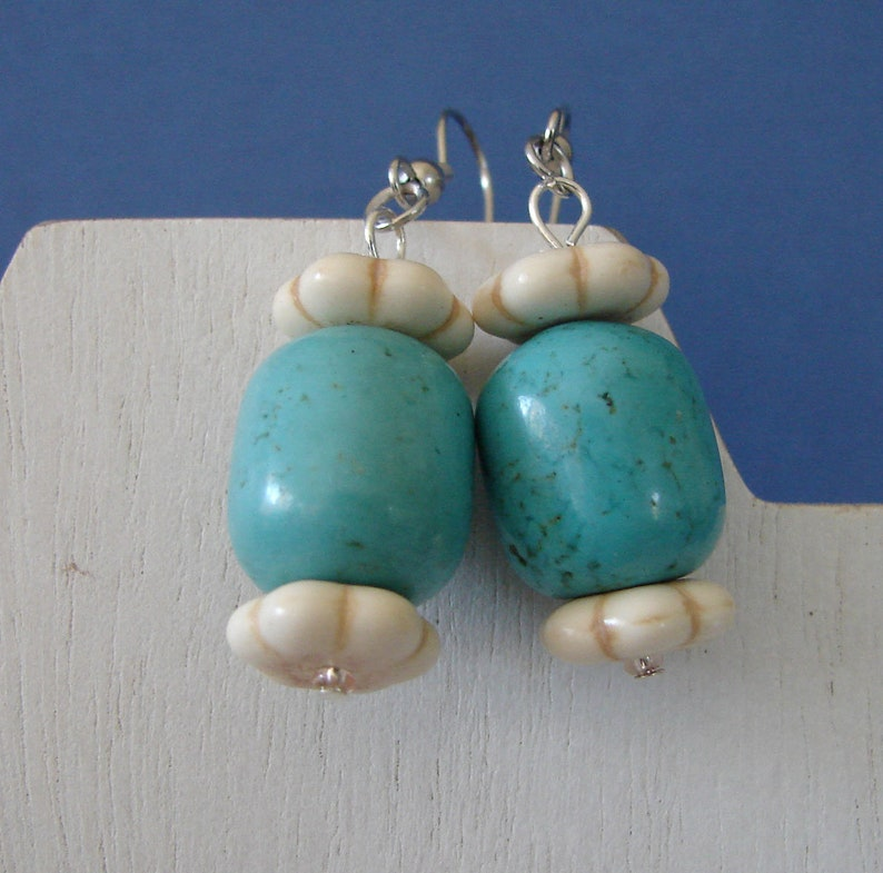 Turquoise /& White Howlite Necklace and Earring Set with Steer Skull Pendant