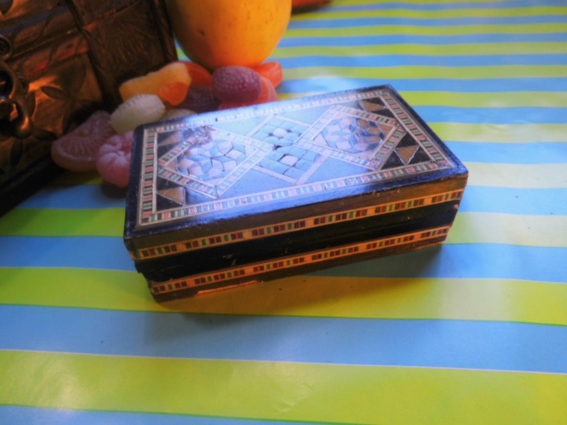 Vintage small box Engagment Ring or Wedding Rings box Intricate Trinket Inlaid wood Oriental wooden Veneered Jewelry Desk Tidy