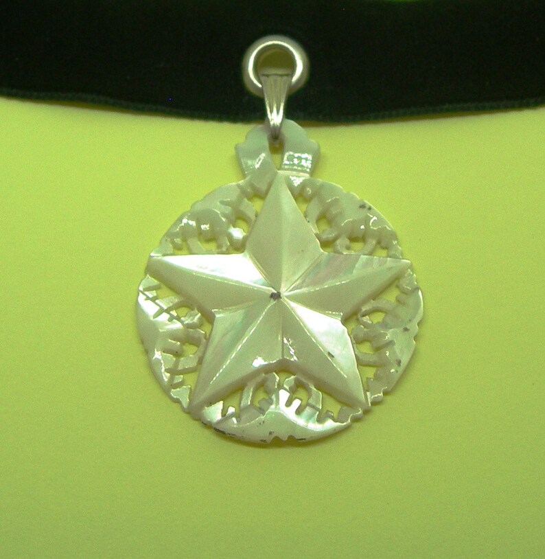 velvet choker a star Mother of pearl hand carved pendant genuine shell vintage