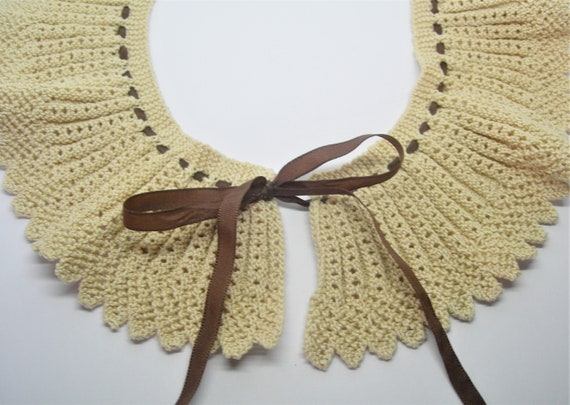 Crochet collar Peter Pan