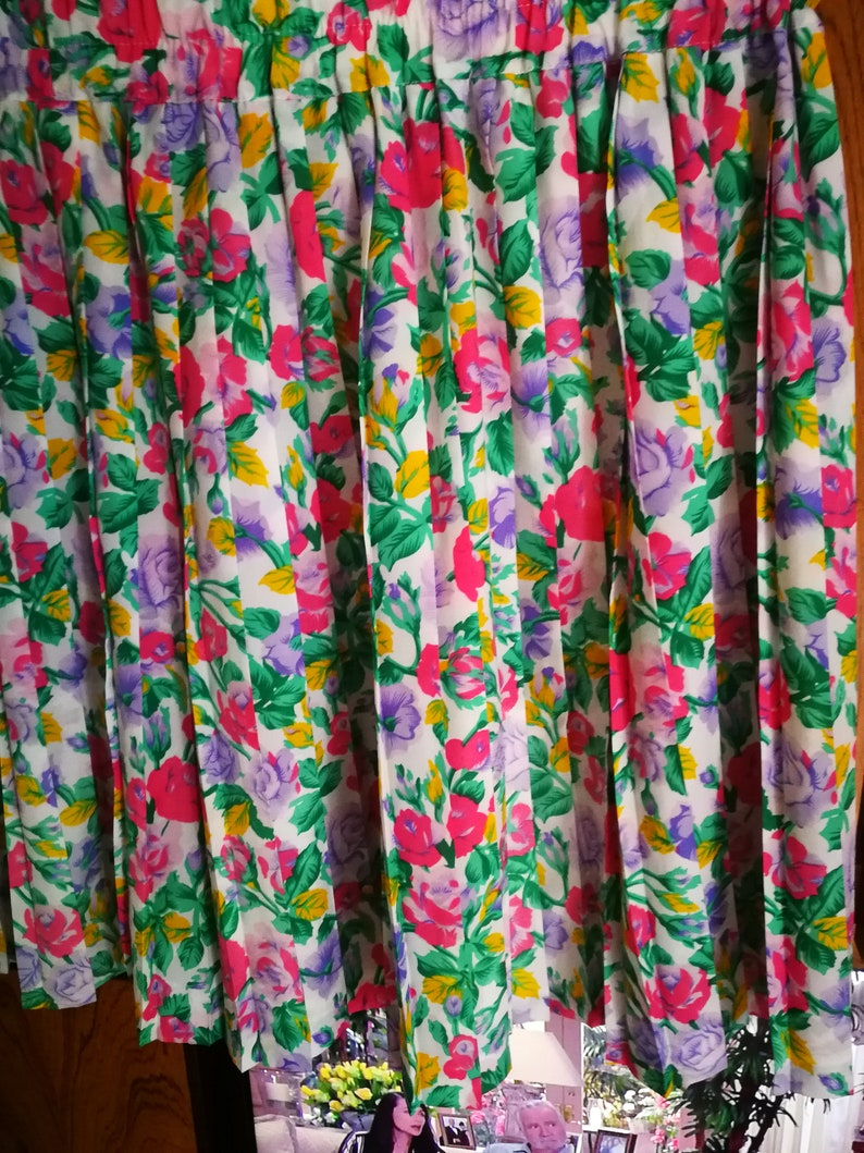 waist Pleated skirt perfect condition vintage romantic look vintage 60s print floral size 40
