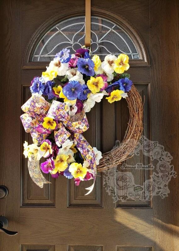 Crocheted pansyviola wreath