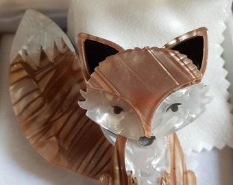 Fox resin brooch - Gold