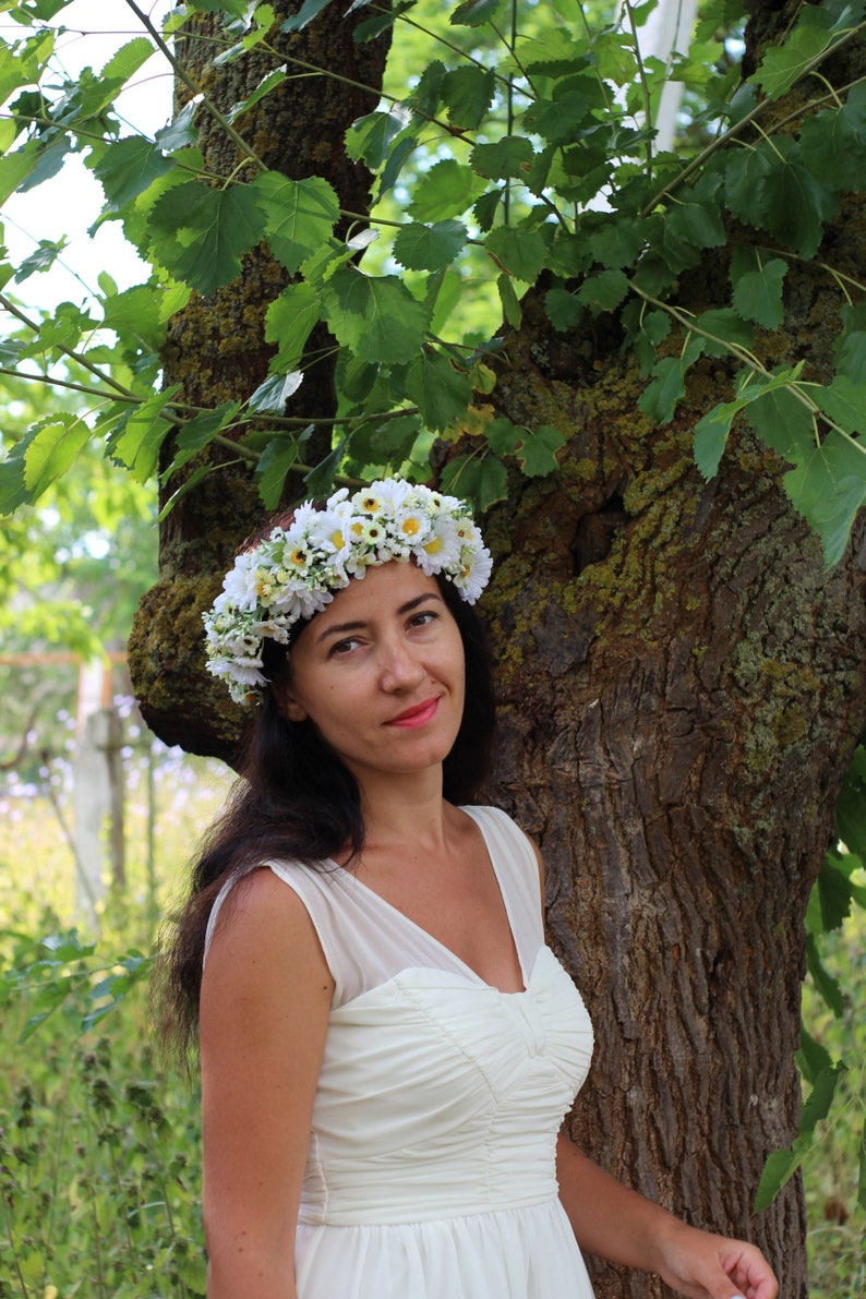 Daisy flower crown Daisy wedding headpiece Greenery baby breath crown Maternity Bridesmaid crown Bridal daisy wreath Flower girl  Boho halo