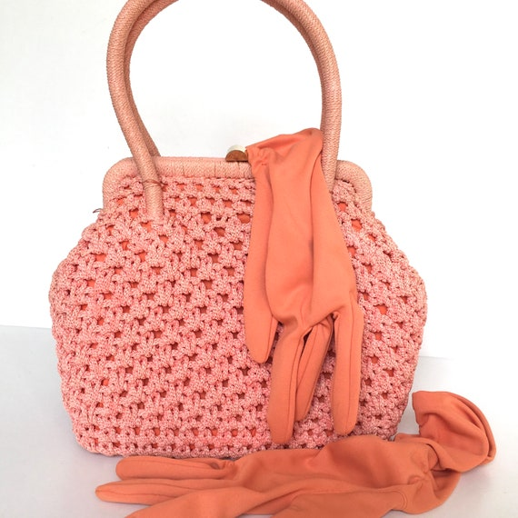Vintage 60s crocheted raffia style gilt clasp hand