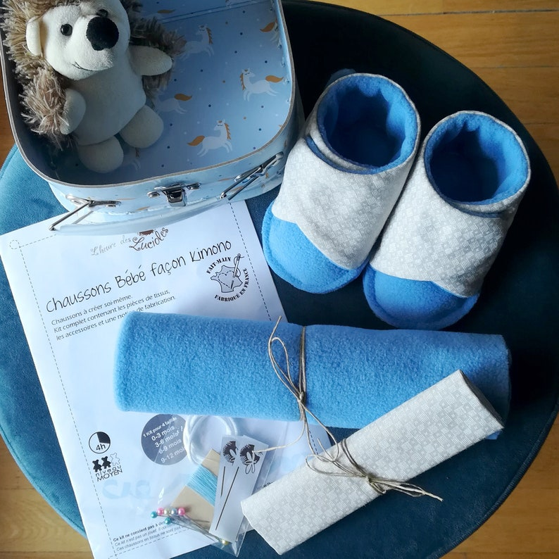 Sewing Kit: 0-12 months in cotton and fleece baby booties image 0