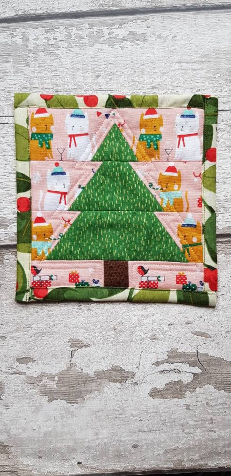 Christmas Decor That S Perfect For Cat Fans Festive Cats Christmas Tree Patchwork Wall Hanging