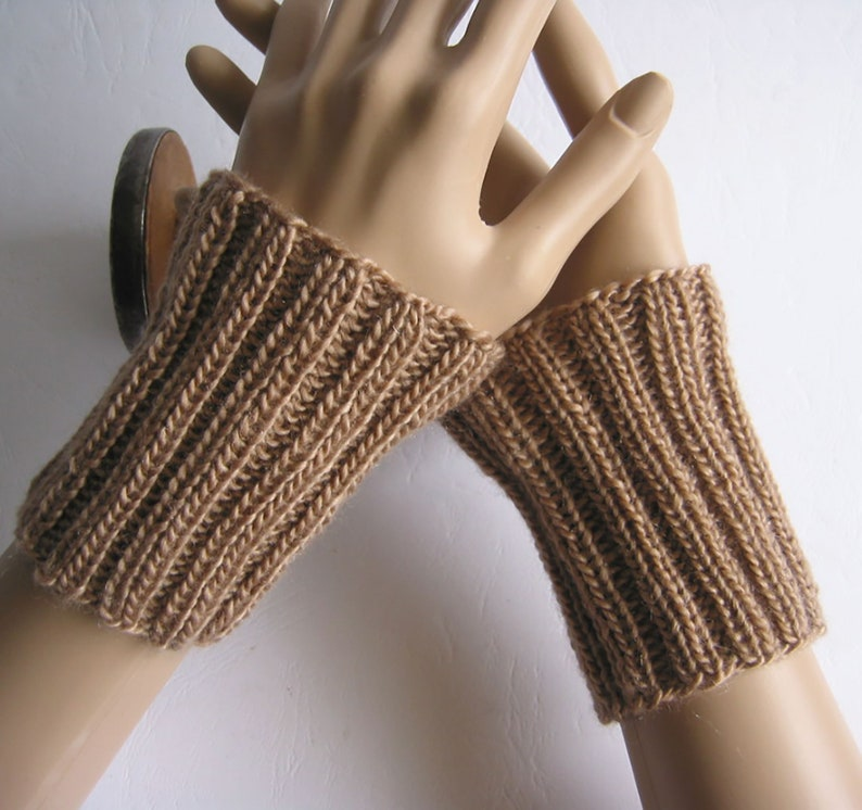 Gestrickte Merino-Pulsw\u00e4rmer-Handstulpen-Armstulpen-fingerlose Handschuhe-Manschette~70/% feinste Merinowolle mit Lyocell~atmungsaktiv~camel