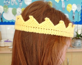 Pretty knitted Crown
