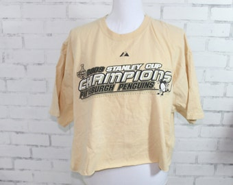 d0e92da5a58ac Pittsburg Penguins Stanley Cup Champions 2009 Vintage Graphic t-shirt (RARE  one of a kind)