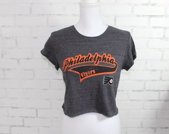 Philadelphia Flyers NHL Hockey Vintage Graphic t-shirt cropped (RARE one of  a kind) dcecd8680