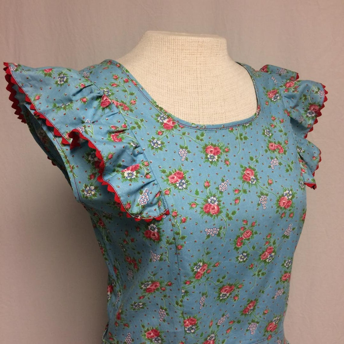 1940's Blue Cotton Ruffled Rose Print House Day Dress Med.