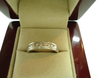 18K White Gold Ring With Natural Diamonds
