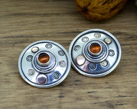 Stud Earrings with Amber and golden details