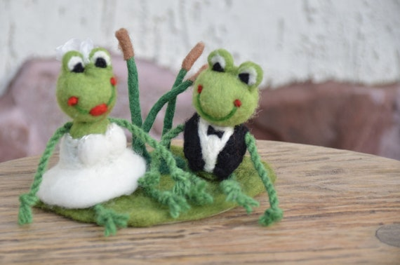 Mr /& Mrs Bride and Groom Wedding Married Couple Plush Soft Toy Frogs  7/""