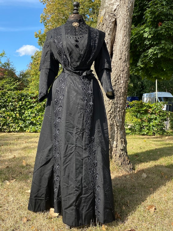 Antique Victorian black mourning dress, bustle cri