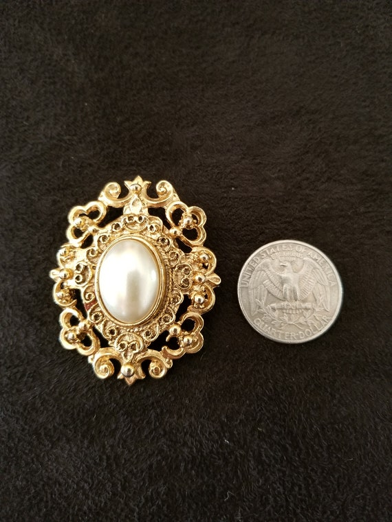 Pearl Brooch vintage ornate - image 4