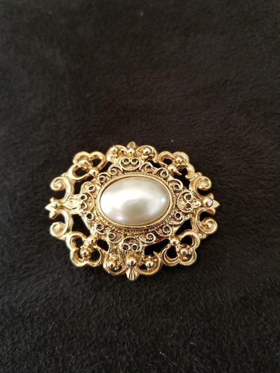 Pearl Brooch vintage ornate - image 2
