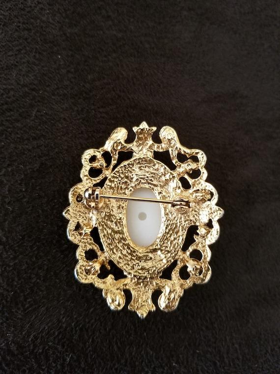 Pearl Brooch vintage ornate - image 3