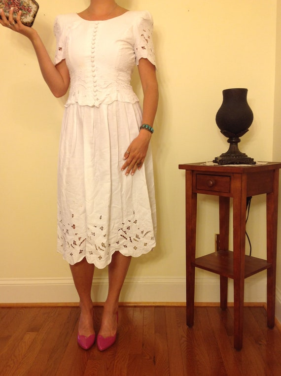 V I N T A G E White Cotton Eyelet Dress
