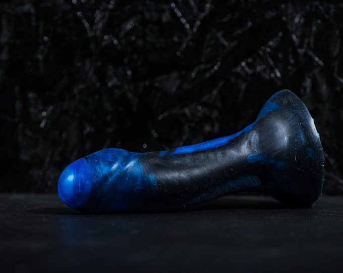 Dildo Silicone Loki 18 cm long 4.2 diameter with suction cup hardness standard