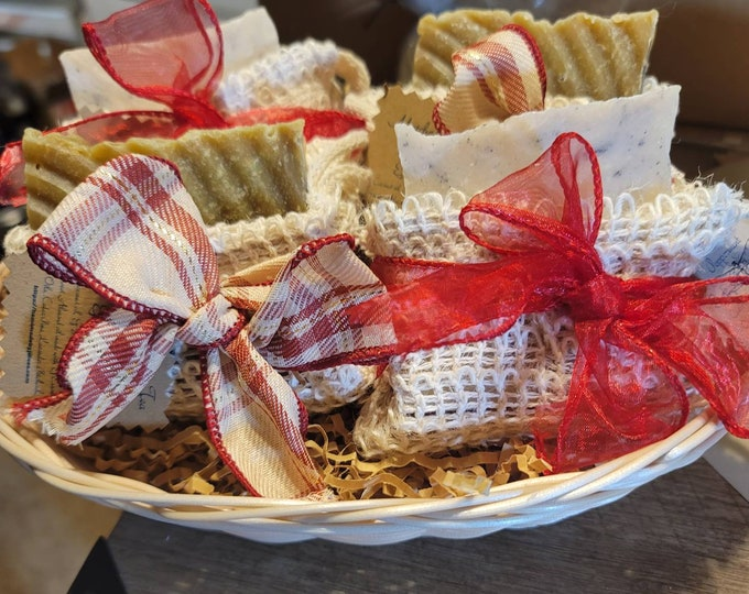 Christmas Baskets with Natural plant-based oils that have powerful antioxidants properties geared toward Anti-inflammatory aid & lovely skin