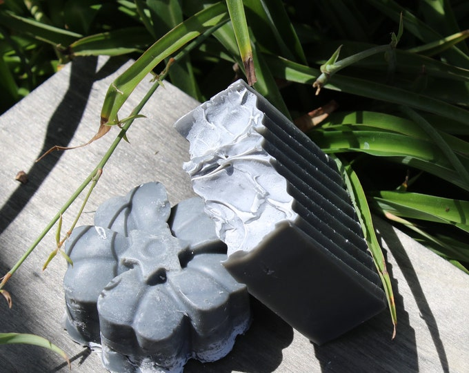 Detoxifying Activated Charcoal flower bar.  Promotes  Healthy skin. helps fight acne.  Promotes skin rejuvenation.