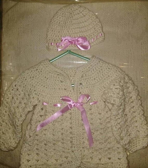 d83b001ff129 Crochet baby sweater sets