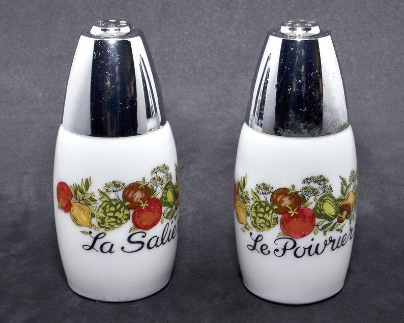 Spice of Life Salt /& Pepper Shakers Milk Glass 1970/'s