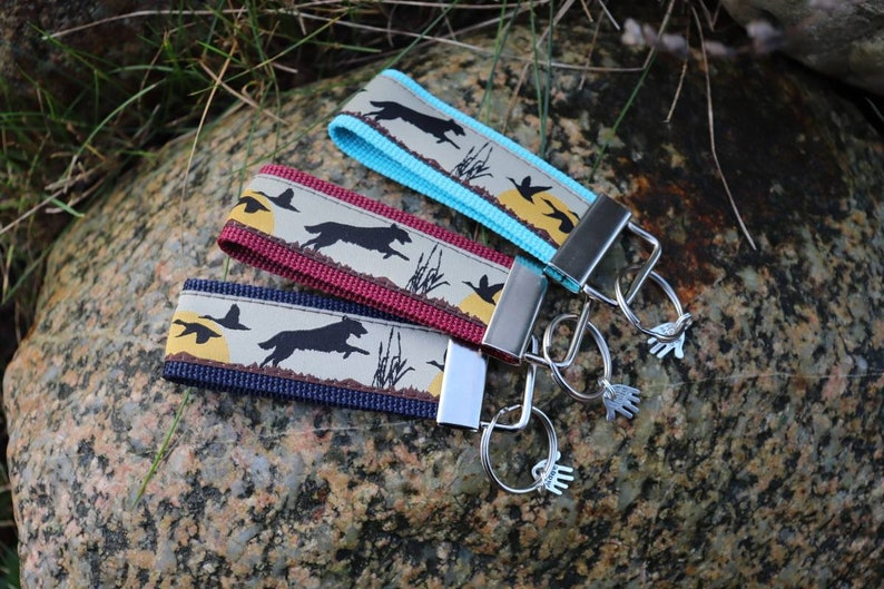 Keychain for dog lovers retriever in hunting different colors