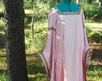 d95a9cdee0 Renaissance Plus Size Linen-Blend Court Gown
