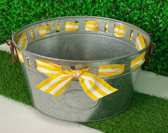 Cut-Out Beverage Tub with Striped Ribbon
