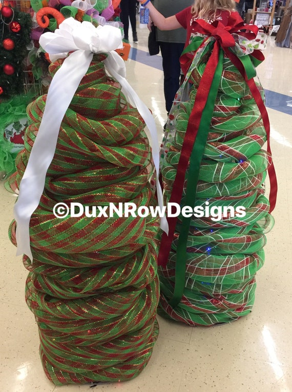 Tomato Cage Christmas Tree.Deco Mesh Tomato Cage Christmas Tree