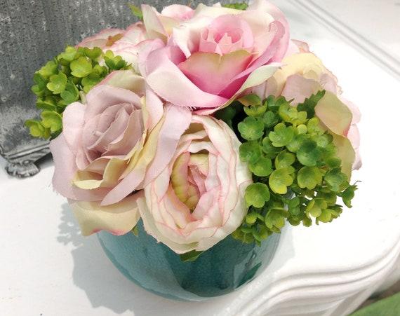 Luxe Artificielle Centerpiece Arrangement Rose et Lilly of the VALLEY Handmade