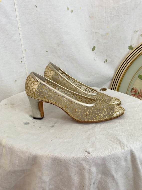 Vintage 1950s Mesh Gold Daisy Embroidered Heels /